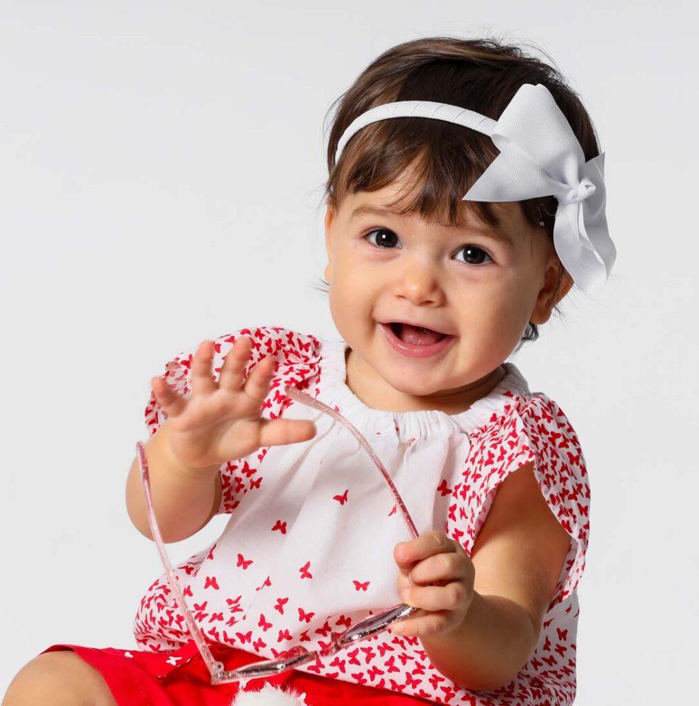 bambina con fiocco