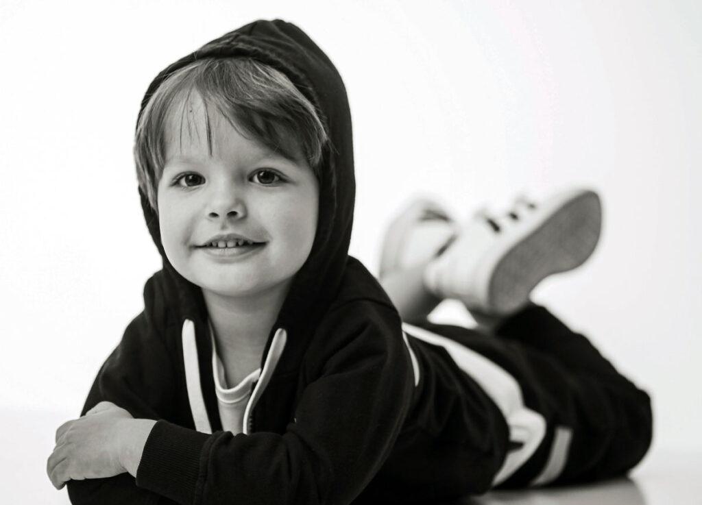 bimbo moda in bianco e nero